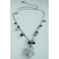 Ожерелье серебристое в виде цветка  с черными и белыми фианитами