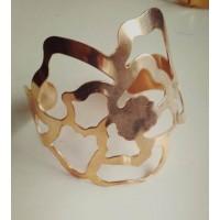 Золотистый браслет  в виде резной розы