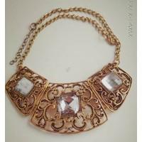 Золотистое ожерелье  с белыми прозрачными камнями