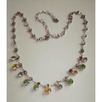 Нежное воздушное ожерелье с желто-салатовыми камнями