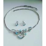 Нежный серебристо-голубой набор  украшений, серьги гвоздики  и ожерелье