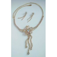 Золотистое нарядное ожерелье  в камнях  с серьгами висульками