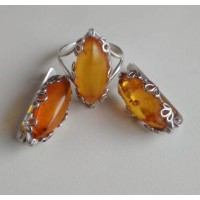 Набор в серебре, серьги и кольцо из  медового янтаря натурального