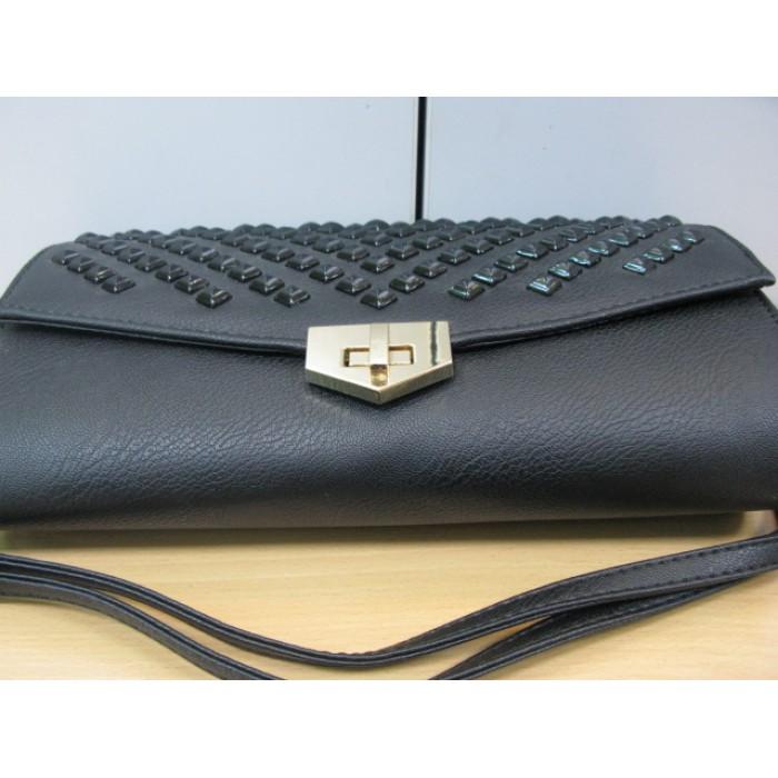 b3fd9481a8d3 Сумочка небольшая, клатч черный на длинном ремешке с черными крупными  камнями