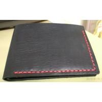 Классический мужской кошелек, портмоне, натуральная телечья кожа, черный,  прошитый вручную красной вощеной ниткой, ручная, работа