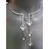 Ожерелье серебристое с камнями белыми