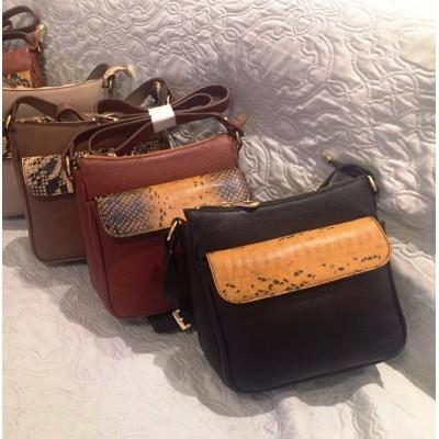 Женская кожаная сумка через плечо, бренд Karla Moon,  черная с  ярким  принтом под змею